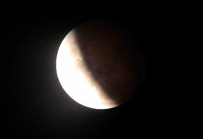 20141008 皆既月食(18時57分)ブログ用.jpg
